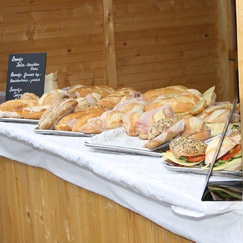 Verschillende belegde broodjes catering biologisch