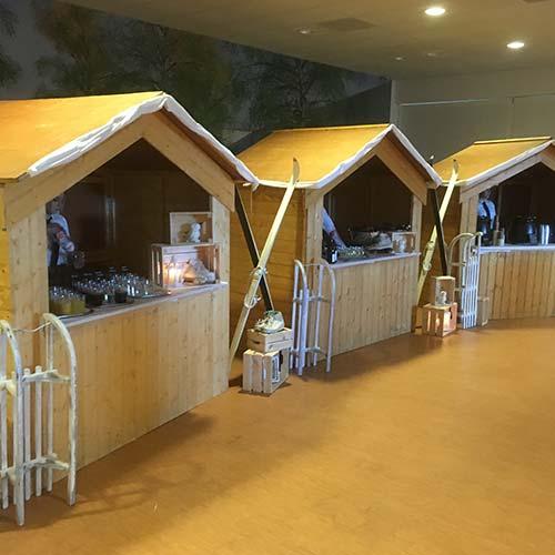 nieuwjaarsborrel houten huisjes winter dorp